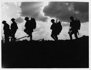 776px-Battle_of_Broodseinde_-_silhouetted_troops_marching